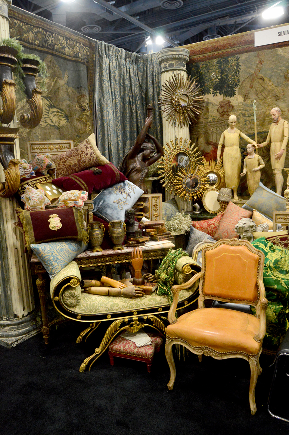 Miami Beach Antique Show Reflects City S Global Flavor