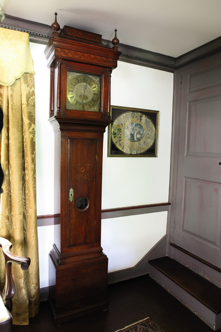 This choice, early tall clock, $ 162,500 ($ 50/75,000), with Israel Sack, Inc, provenance dates to around 1730 and descended in the Lewis family of Radnor Township, Penn. The works, by John Wood Sr of Philadelphia, are housed in a case attributed to Thomas Thomas. Anita Schorsch loved embroidery, especially memorials. Signed by Samuel Folwell of Philadelphia and dated 1799, the painted silk memorial to George Washington, right, made $ 47,500 ($ 8/12,000).