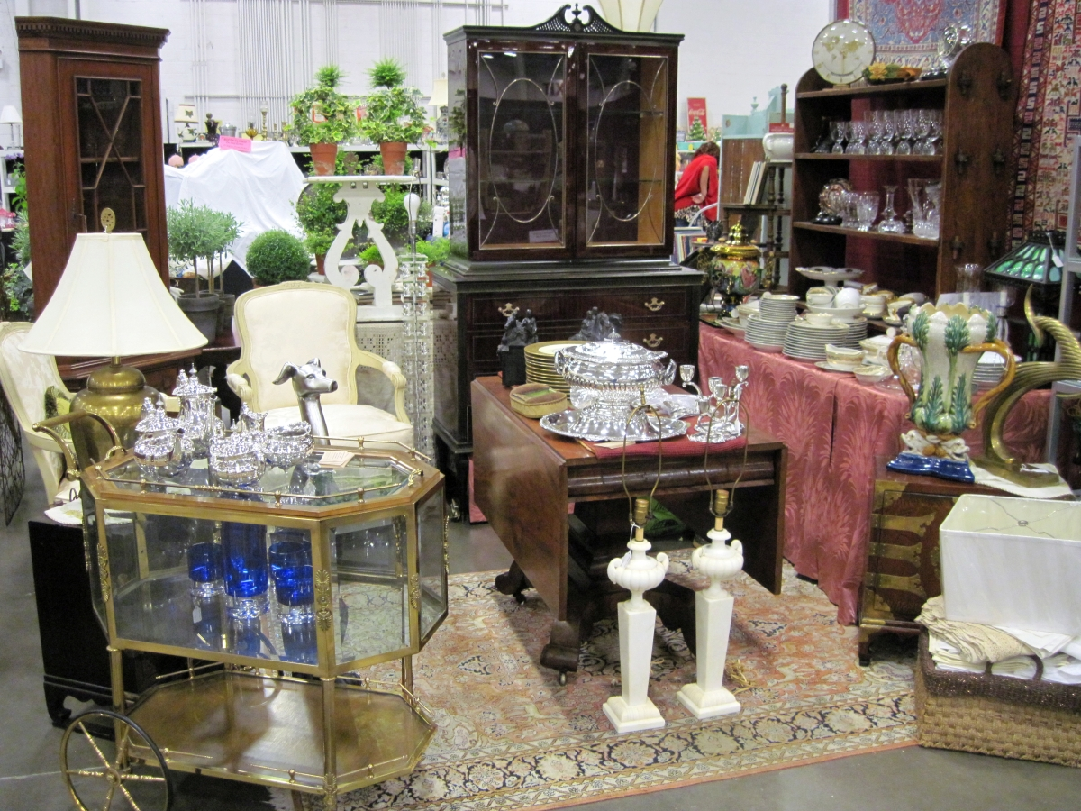 Dc big flea and antiques market sold out with increased for Antique fairs and flea markets 2016