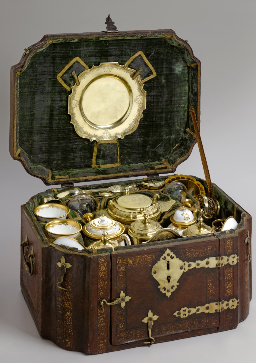 Breakfast set, Johann Erhard Heuglin II, Christian Baur, Johann Engelbrecht, Meissen Porcelain Manufactory, Bartolomaus Seuter Workshop, circa 1728–29, gilded silver, hard-paste porcelain, glass and leather case. Sterling and Francine Clark Art Institute, Williamstown, Mass.