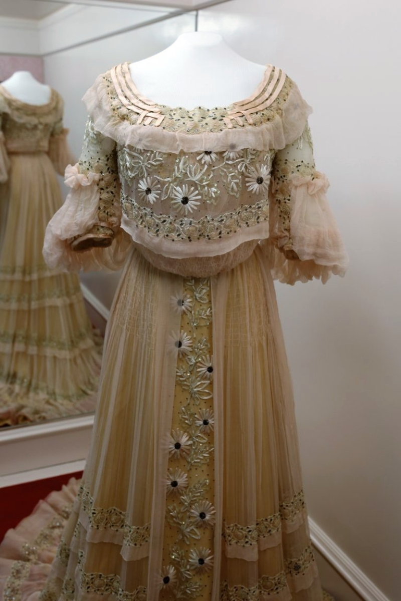 Blithewold Costume Collection Complete After Conservation