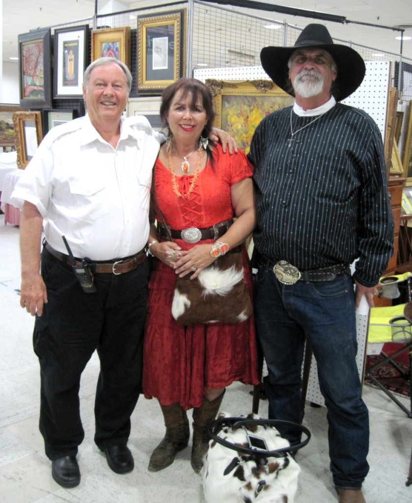 Don Scott, left, the show owner/promoter, was enjoying a moment with frequent customers Noilani and Don McCain from Grants Pass, Ore.