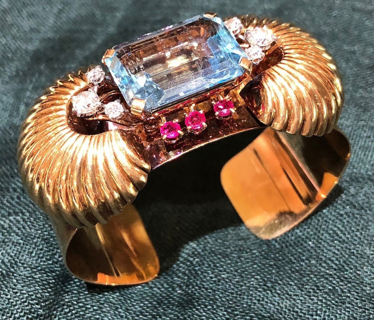 Traders in full swing at new york city jewelry watch show for Antique jewelry stores nyc