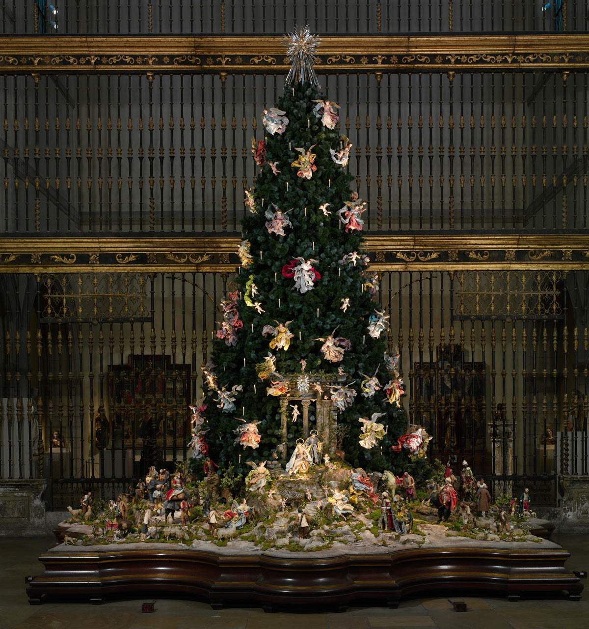 The Tradition Of Christmas Trees: Met's Christmas Tree & Creche Continue Holiday Tradition