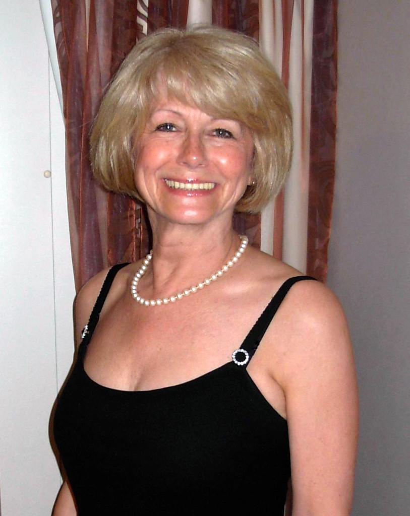 Sandy Lee Julia (1946–2018)