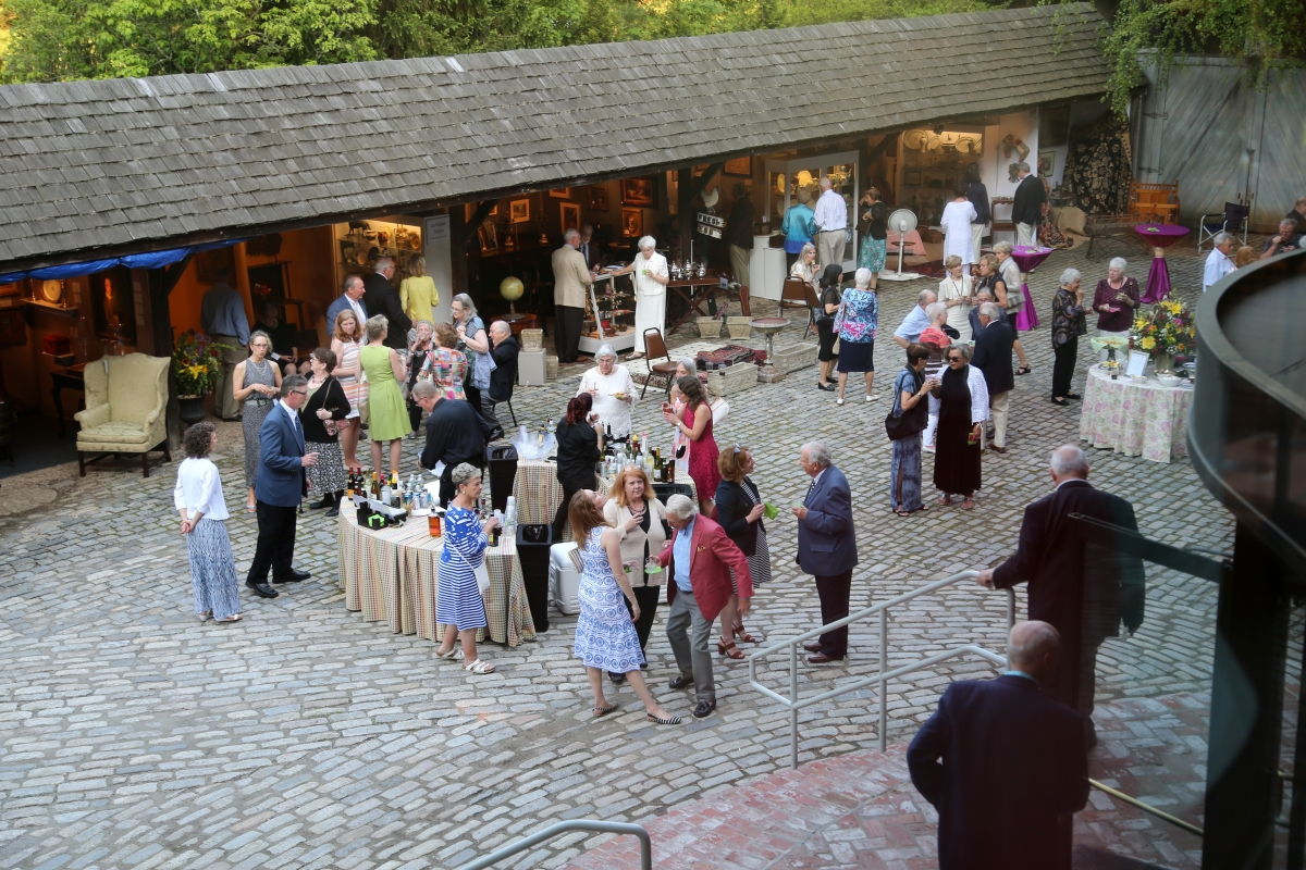 Seven dealers enjoyed open-air booths along one side of the museum's courtyard. The weather was wonderful, and it was a great place to browse, enjoy a drink or nibble on one of several appetizer options available, either passed or buffet-style.