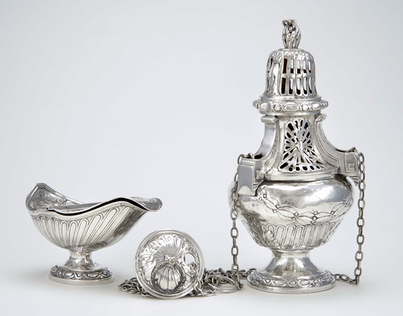 Censer and incense boat of Saint-Anselme, 1837. Silver center with chains. National Gallery of Canada, Ottawa. Purchased 1965 and 1967 (14815; 15322). Photo NGC.