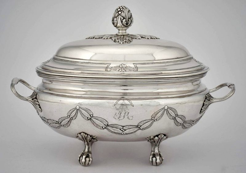 Above: Tureen of the Hertel de Rouville family, 1793–94. Silver. National Gallery of Canada, Ottawa; purchased 2015 (46867). Inscriptions: HERSE HERSE (on a scroll); une herse / JR (on the belly); 9. MAR: 3 ONCES et MIE. (on the underside).