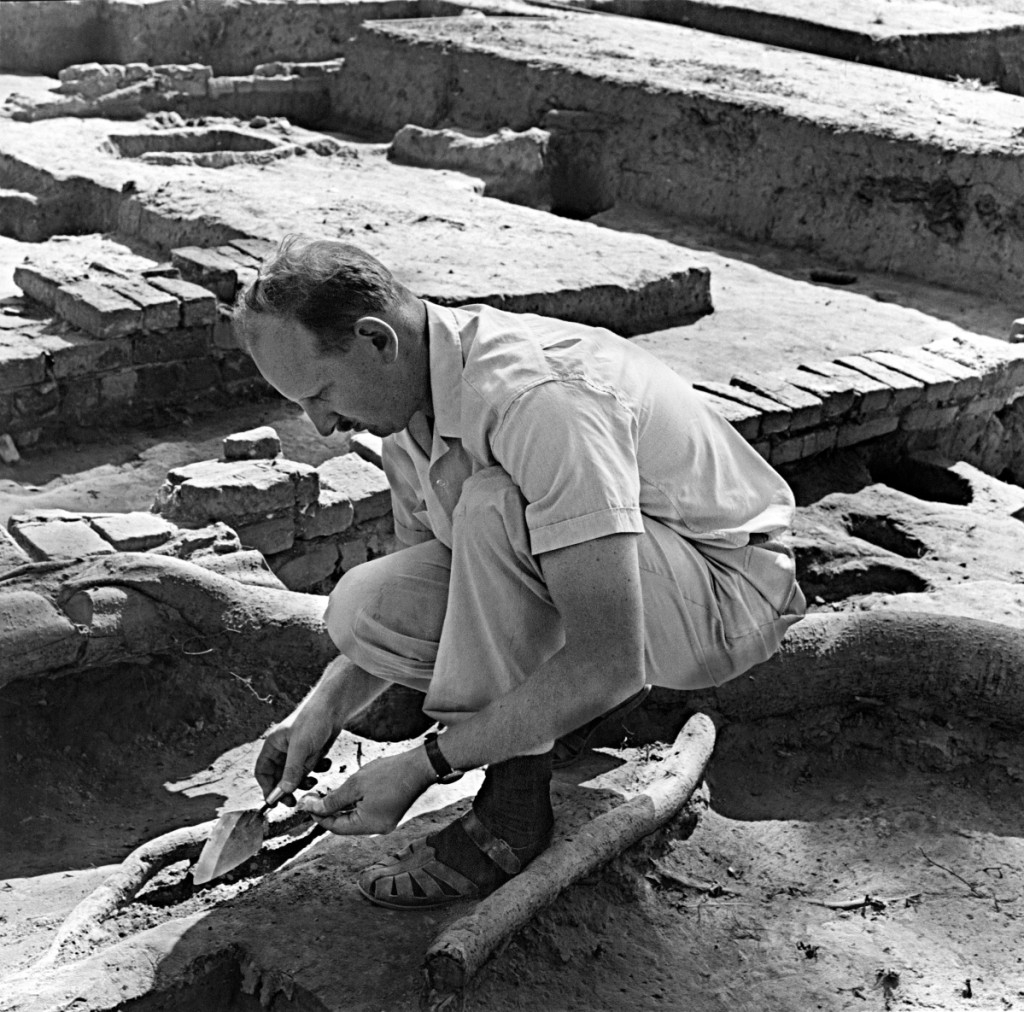 Ivor Noël Hume during excavations of Henry Wetherburn's Tavern, 1965. Colonial Williamsburg Foundation photo.