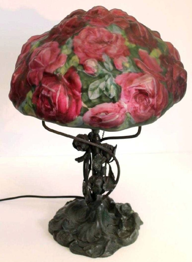 Topping the sale, as expected, was this signed Pairpoint Puffy lamp with a 10-inch Rose pattern shade. It realized $6,900.