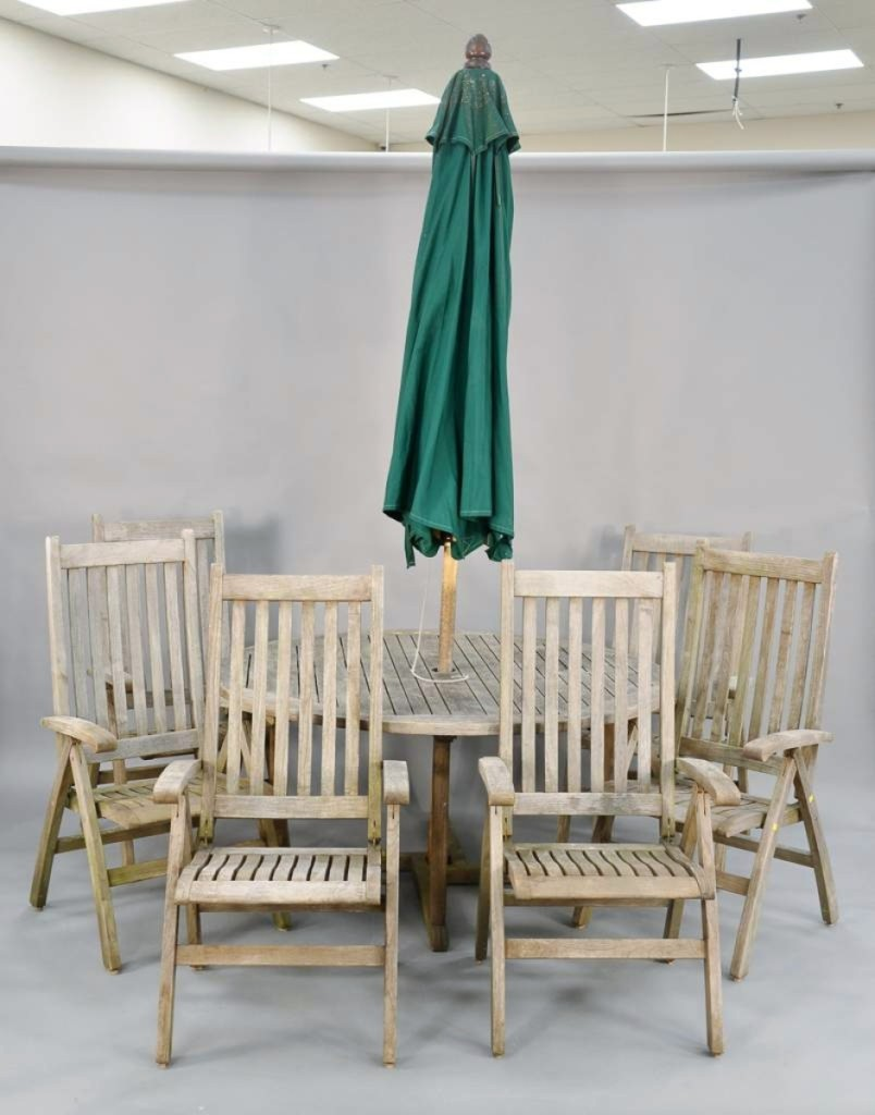 AB Nadeau's Outdoor Dining Set
