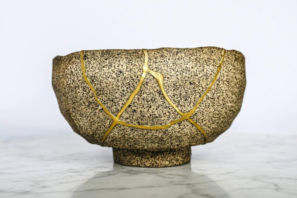 Modern chawan repaired in gold.