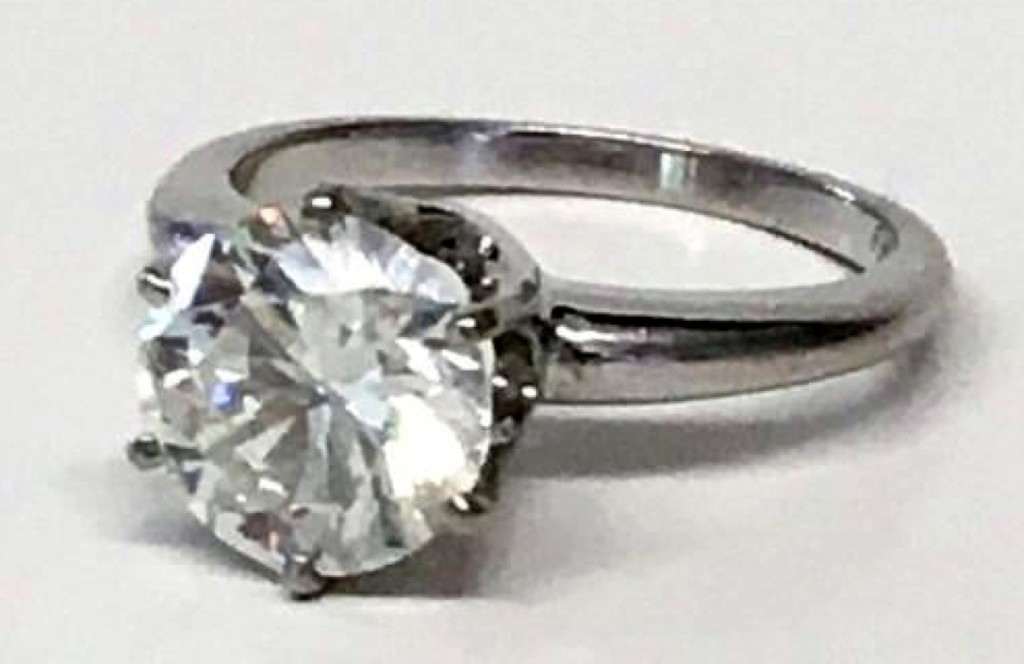 The top selling jewelry lot and the third highest price in the sale went for a 2.42-carat round diamond solitaire ring, which finished at $11,115 ($8/12,000).