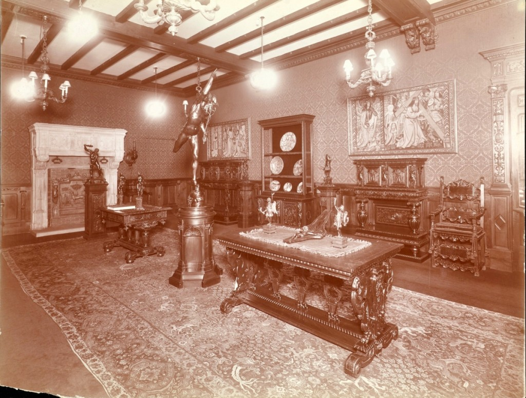 An undated photograph of a showroom of Duveen Brothers Gallery at 720 Fifth Avenue, New York City. Getty Research Institute, Los Angeles.