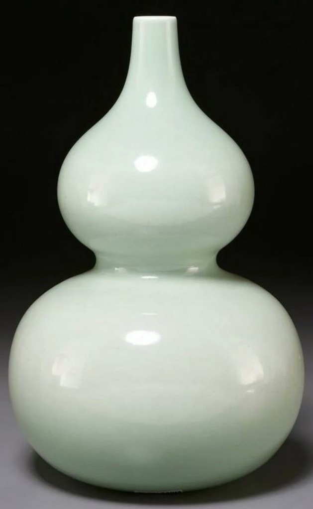 This celadon double gourd vase was the top lot among the Asian offerings, selling for $32,500. It featured an underglaze six-character Kangxi mark to underside and sold to a Chinese buyer.