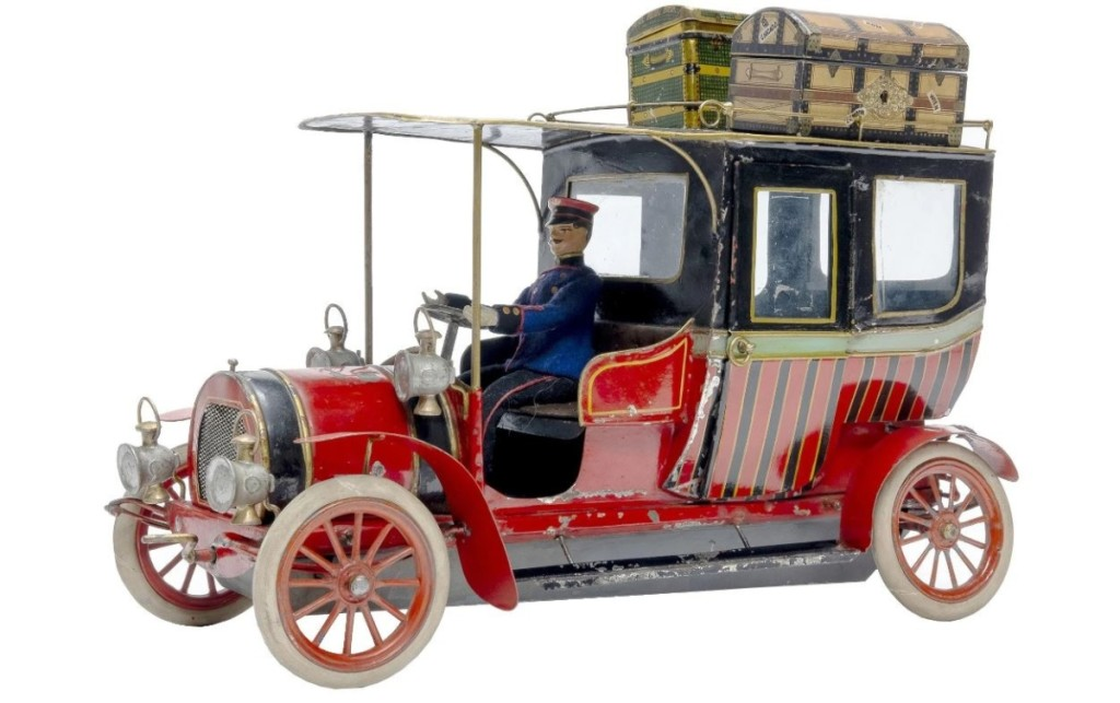 "A circa 1908 Hispania limousine had RSL calling it ""the finest toy automobile that we have ever sold."" The firm believes there are only one or two other examples similar to it known. At 15½ inches, the toy brought $26,400."