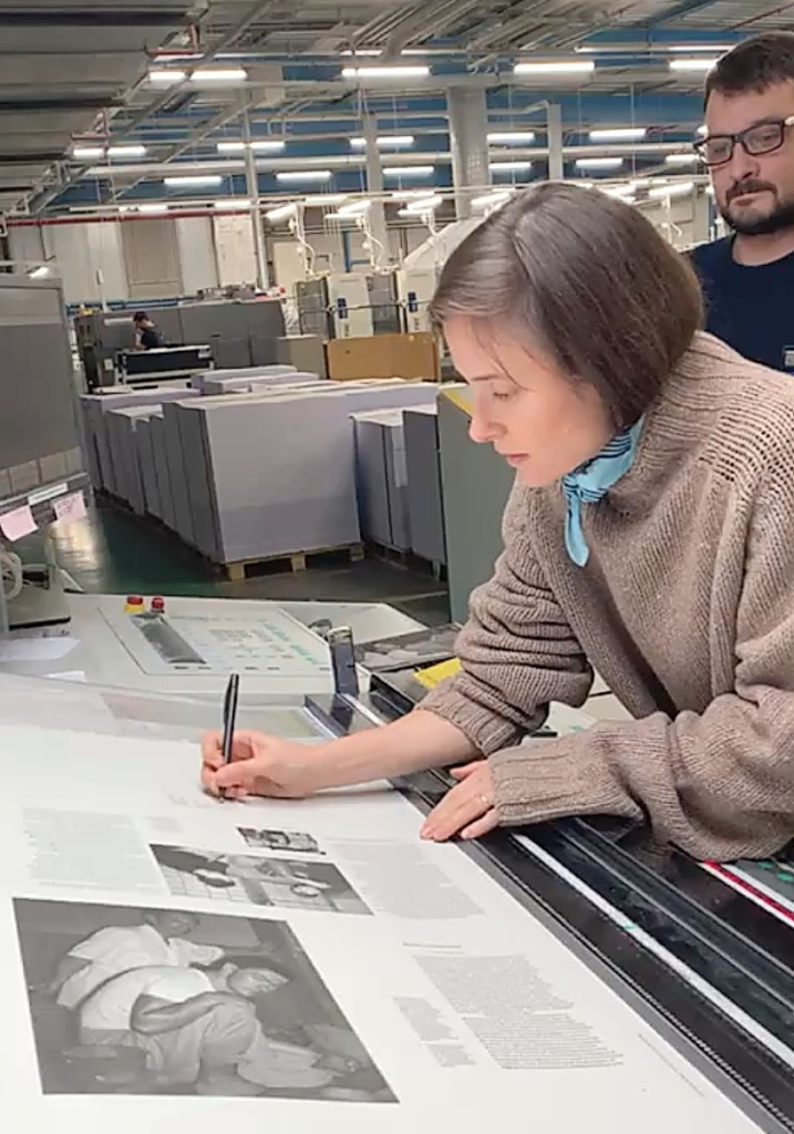 Mariah Nielson on press at die Keure for the JB Blunk book, 2020. Kajsa Stahl photo. ©JB Blunk Collection
