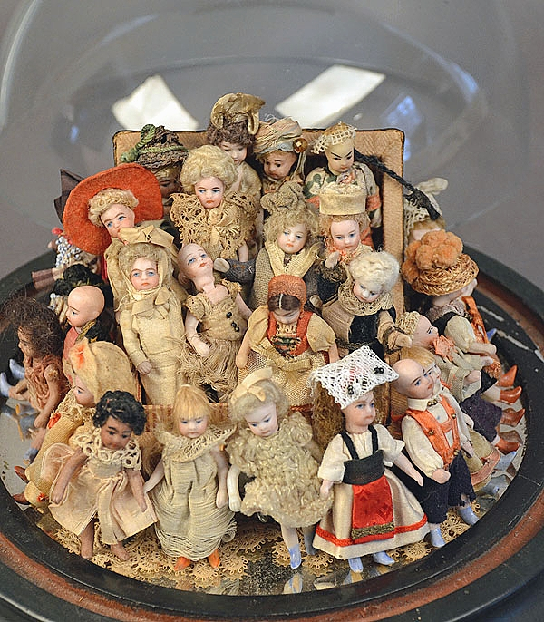 Bringing $3,623 from a private collector in Texas was this lot of more than 20 French miniature dolls measuring between 2-2½ inches. The lot had a broad range of dolls, some with dark skin and regional costumes.
