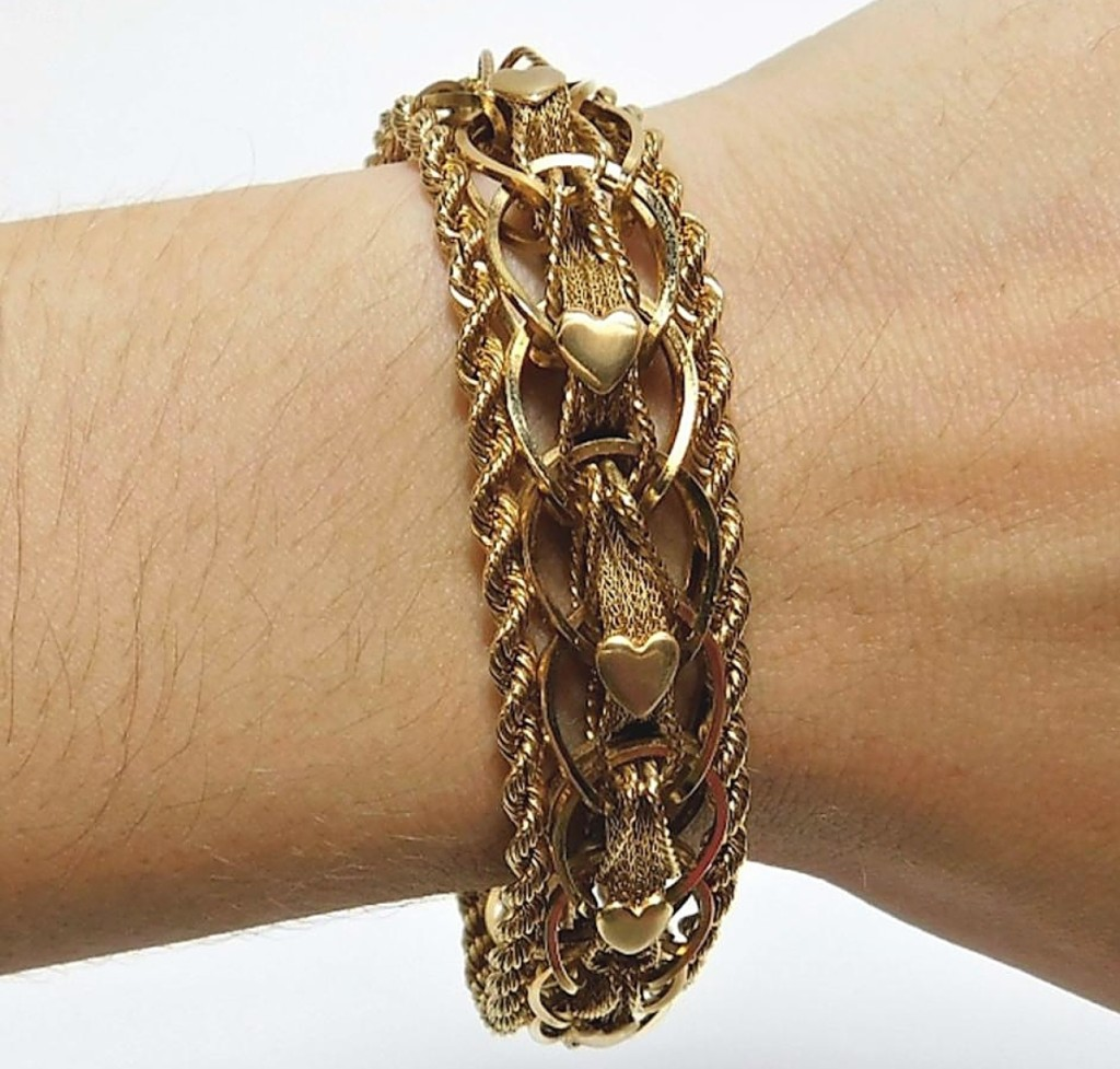 Travis Landry's father was the buyer of this 45.4-gram 14K gold braided rope heart bracelet that had been offered a few times with every previous buyer failing to pay for it. With the price of gold so high, the estimate was actually raised and it made $1,625 ($1/2,000).