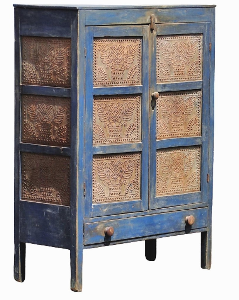 Straight was not blue over the price realized for this blue-painted pie safe, which he attributed to New England and which brought $3,500 from a collector in Ohio ($1,2/2,400).