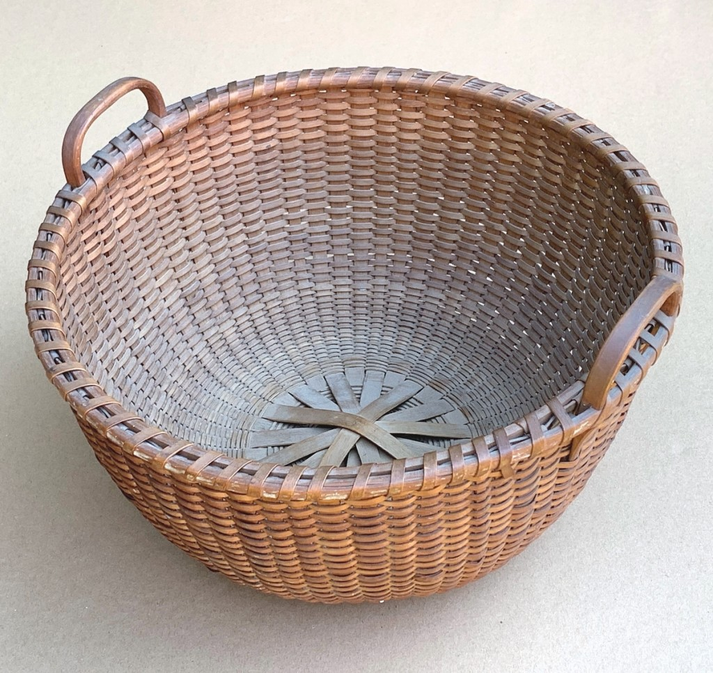 Steenburgh said bidder consensus on this basket amounted to a Shaker origin due to the flat rim. It was in pristine condition and it sold for $4,500.