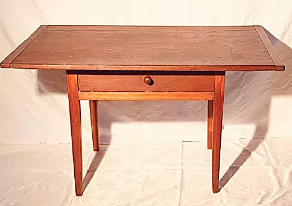 The Nickersons also offered an American Hepplewhite tavern table in pine and cherry, circa 1780.