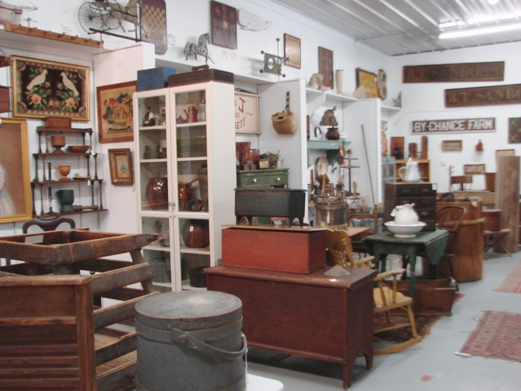 The 40-dealer group shop, not surprisingly, leans towards country Americana. The group shop and the auction previews are in the same building.