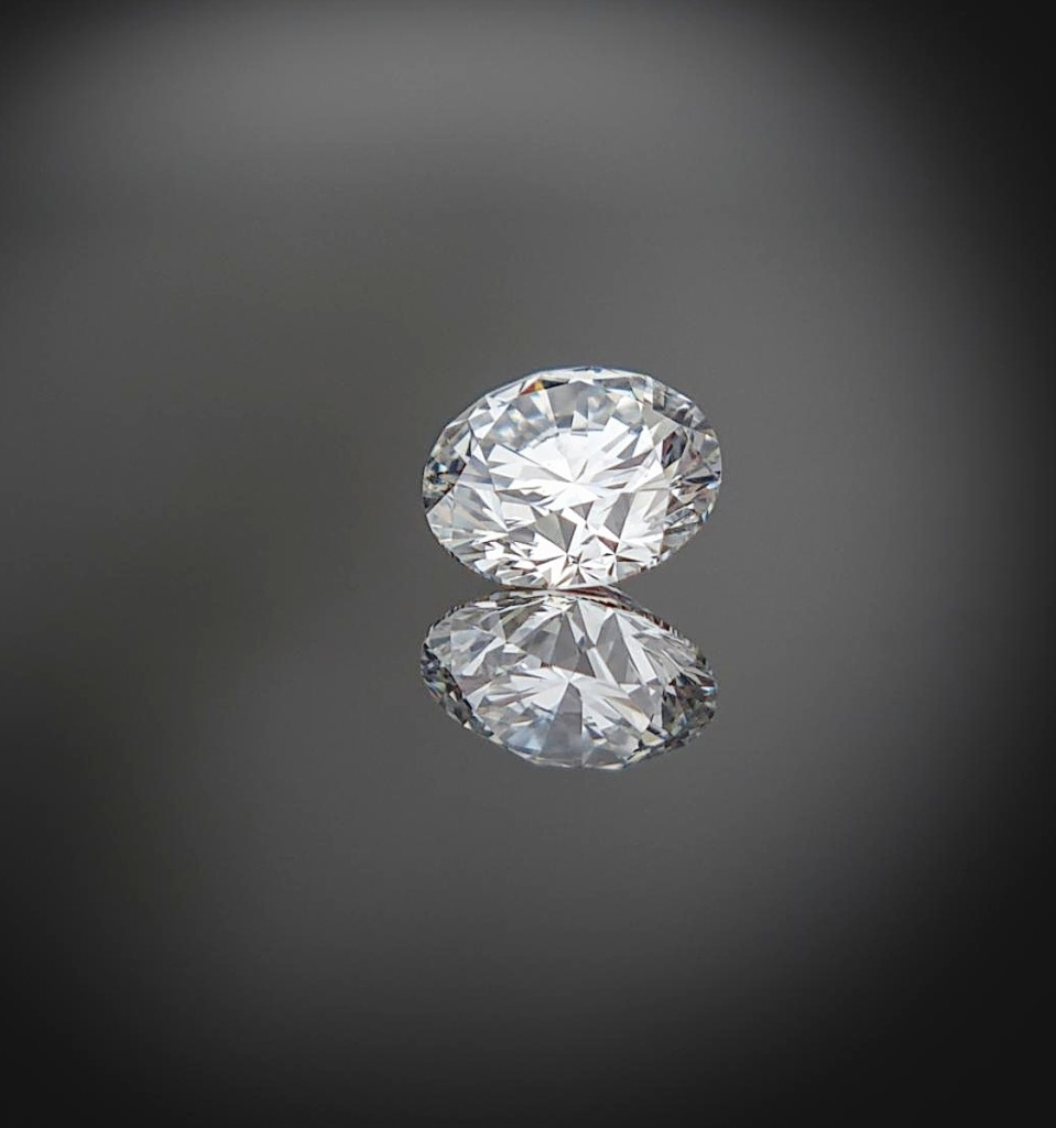The highest price in the sale was $484,000, achieved by a 10.35-carat round brilliant cut diamond in F color and VS1 clarity. It was accompanied by a GIA certificate ($600/800,000).