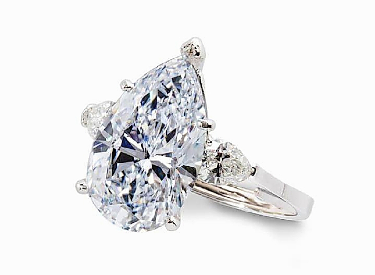 Leading the sale at $468,500 was this 8.58-carat very light blue diamond ring with a pear brilliant-cut central stone flanked by near colorless pear brilliant-cut diamond shoulders, all in a platinum setting. It had come from a San Francisco Bay Area private collection and sold to a buyer in the United States who was bidding by phone ($200/300,000).
