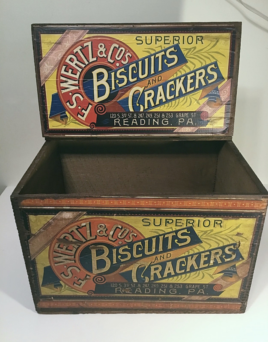 One of the first sales of the show was this cracker and biscuit box, with Jean Tudhope of Back Door Antiques, Middlebury, Vt.