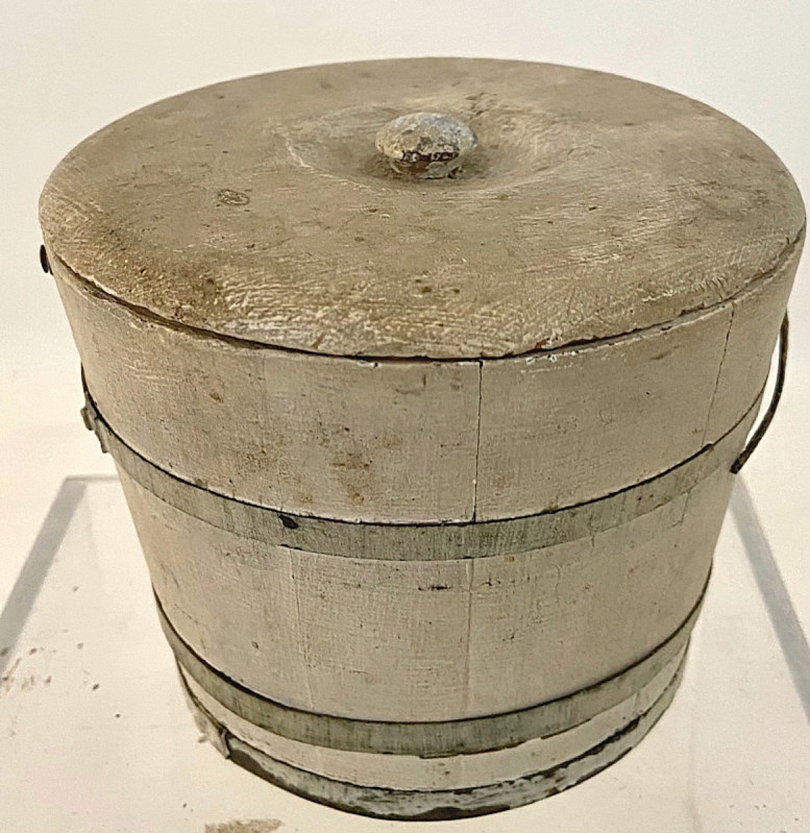 One of just two Canadian dealers in the show, Barry Ezrin Antiques of Moffat, Ontario, had a few sales, including two berry pails; this example was one of them. It retained its original white paint, lid, wire and wooden handle and had been in the collection of Nova Scotia dealer Murray Stewart. It sold in the first hour of the show.