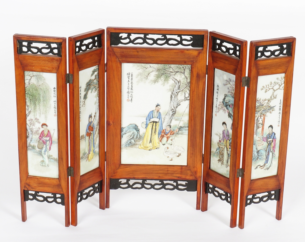 It was small, measuring just 7¾ by 5 inches in its center plaque and 7¾ by 2½ inches for each side panel, but this antique Chinese hand painted porcelain plaque folding table screen with pierced wood frame pulled in a big price, $27,675, the sale's top result.
