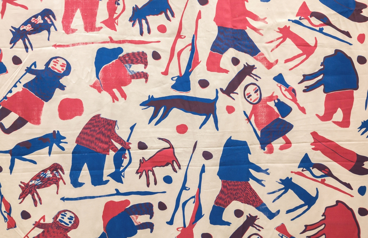 """""""Parr's People"""" by Parr (1893-1969), 1950s-60s. Cotton sateen twill, screen printed. On loan from the West Baffin Eskimo Co-operative, T2017.20.112, reproduced with the permission of Dorset Fine Arts. Courtesy Textile Museum of Canada."""
