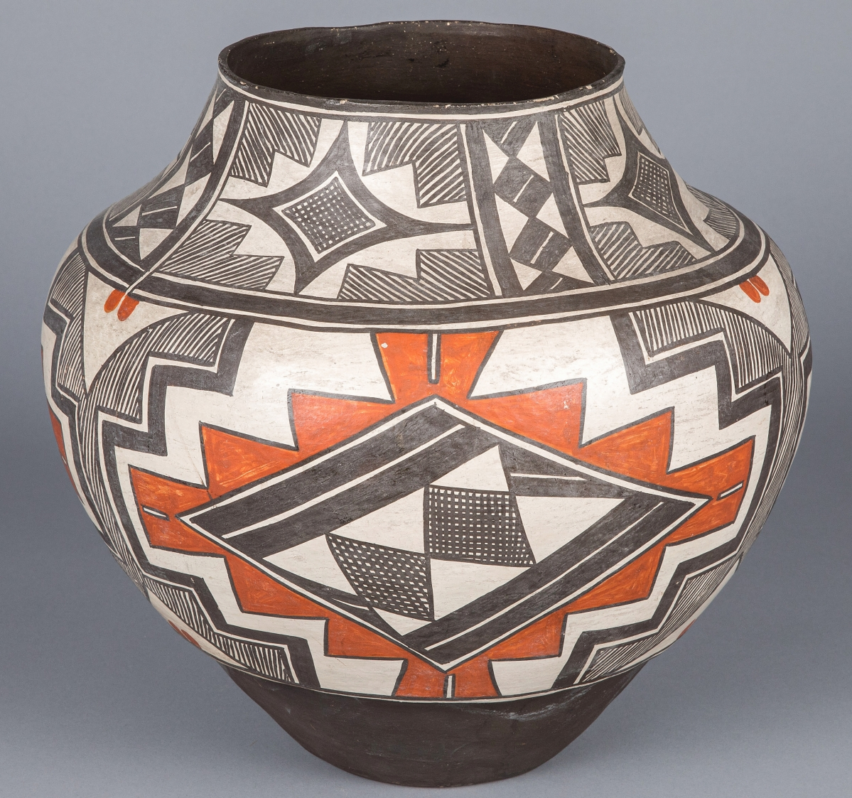 From Two Spirit Laguna potter Arroh-ah-och (1830-1900) came this olla that went out at $8,442. Arroh-ah-och and We'wha are two known transgender Native American potters that rose to prominence and respect in their communities.