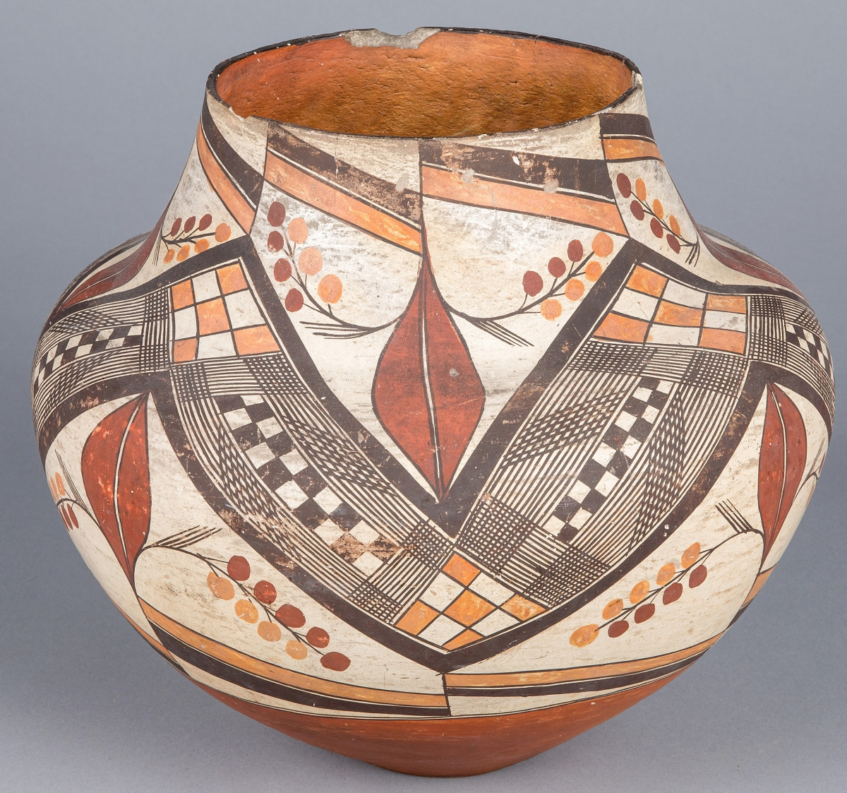 The firm said this olla was possibly by a Zia potter. It measured 11 inches high and sold for $6,426, the third highest lot in the sale.
