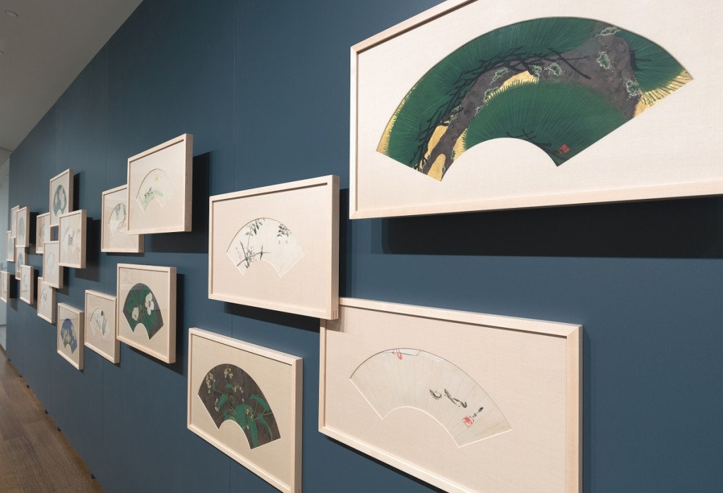 """Installation view of fans by Suzuki Kiitsu in the exhibition """"Painting Edo: Japanese Art from the Feinberg Collection"""" at the Harvard Art Museums. Photo: Mary Kocol; ©President and Fellows of Harvard College."""