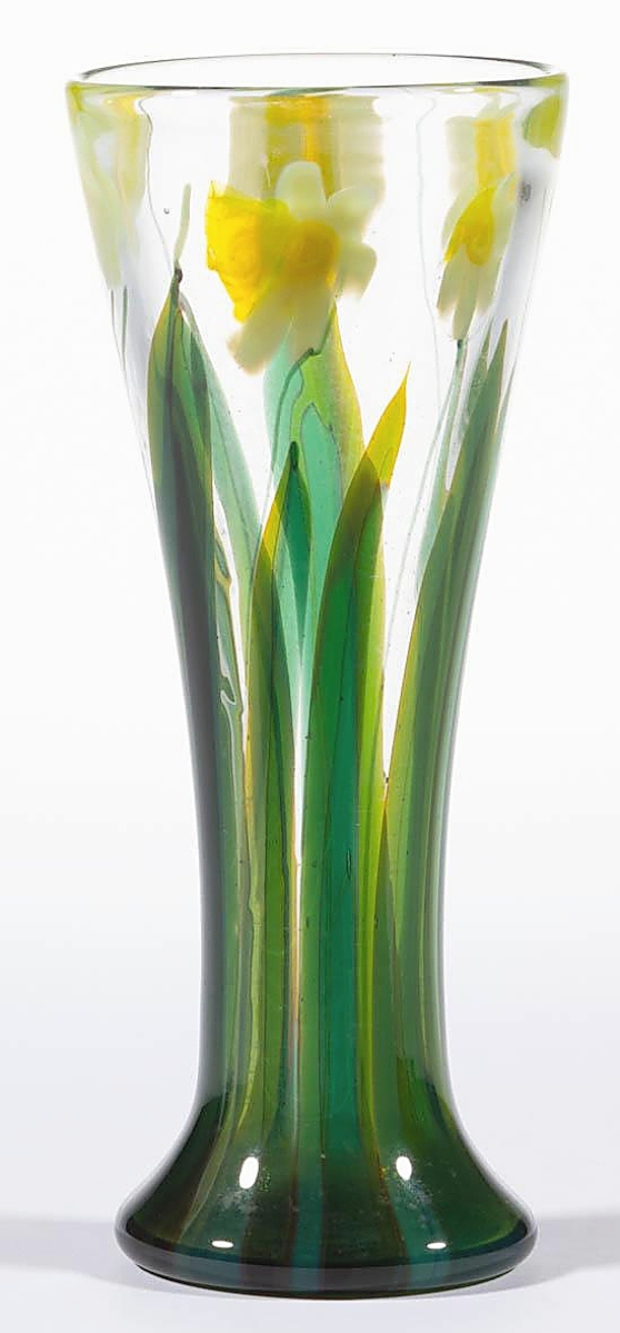 Daffodils are in bloom right now and may have been on the mind of bidders who pursued this LC Tiffany/Tiffany Studios Favrile art glass paperweight vase that was fresh to the market. An East Coast trade buyer plucked it for $9,360 ($ ,000).