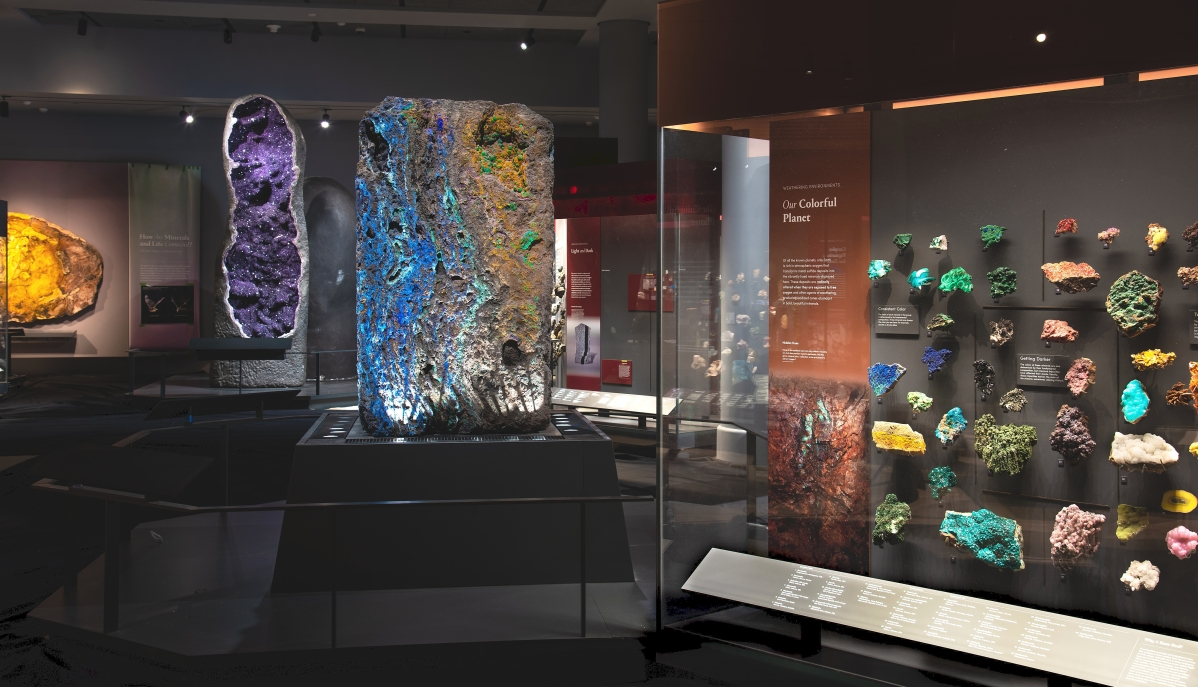 The Mineral Hall in the Allison and Roberto Mignone Halls of Gems and Minerals at the American Museum of Natural History. D. Finnin/©AMNH.