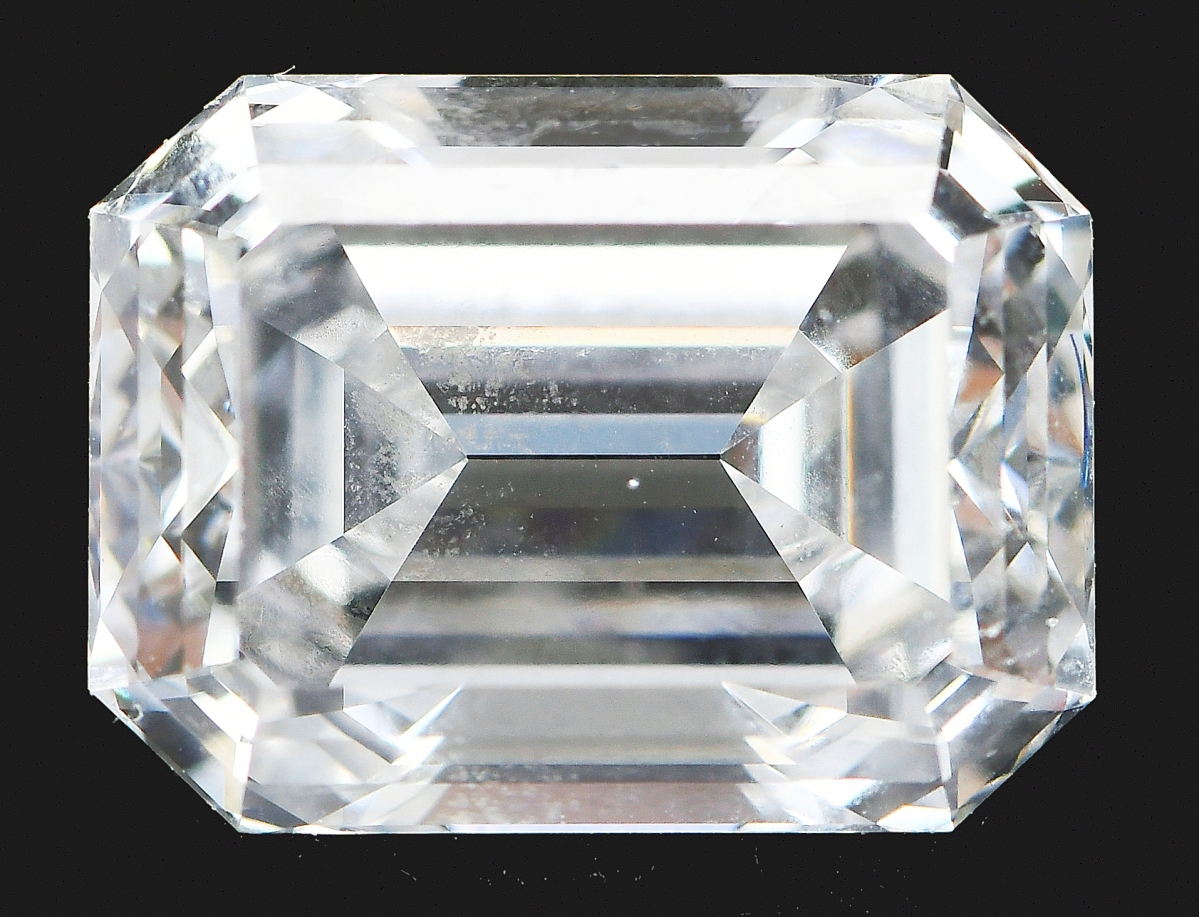 A private collector left an absentee bid that was high enough to win this Tiffany & Co., platinum diamond ring for $39,360 ($16/24,000).