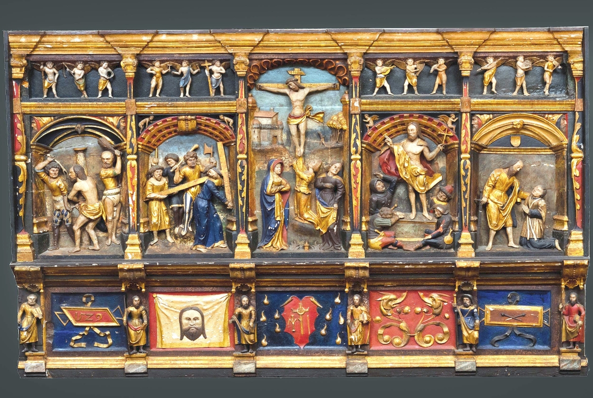A decorative arts highlight was this continental polychrome-painted and parcel-gilt reredo, possibly Flemish, dated 1529, carved with a central crucifixion and stages of the cross scene, an upper register of putti and lower register with saints interspersed with date, emblems, cloth of Veronica and grotesques. It finished at $9,000.