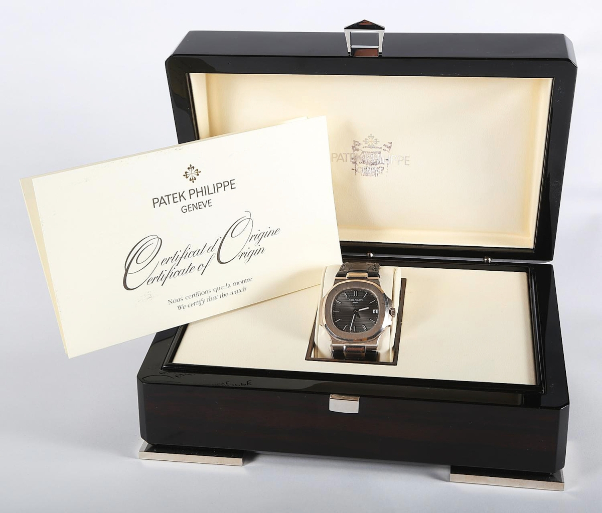 Premium watches bring premium — even retail-level — prices, as did the top lot of the sale, this circa 2009 Patek Philippe 18K white gold nautilus wristwatch with its original certificate, box, and all other factory packaging. It came from a Texas estate and will be staying in the United States, with an American buyer paying $53,750 for it ($3/5,000).
