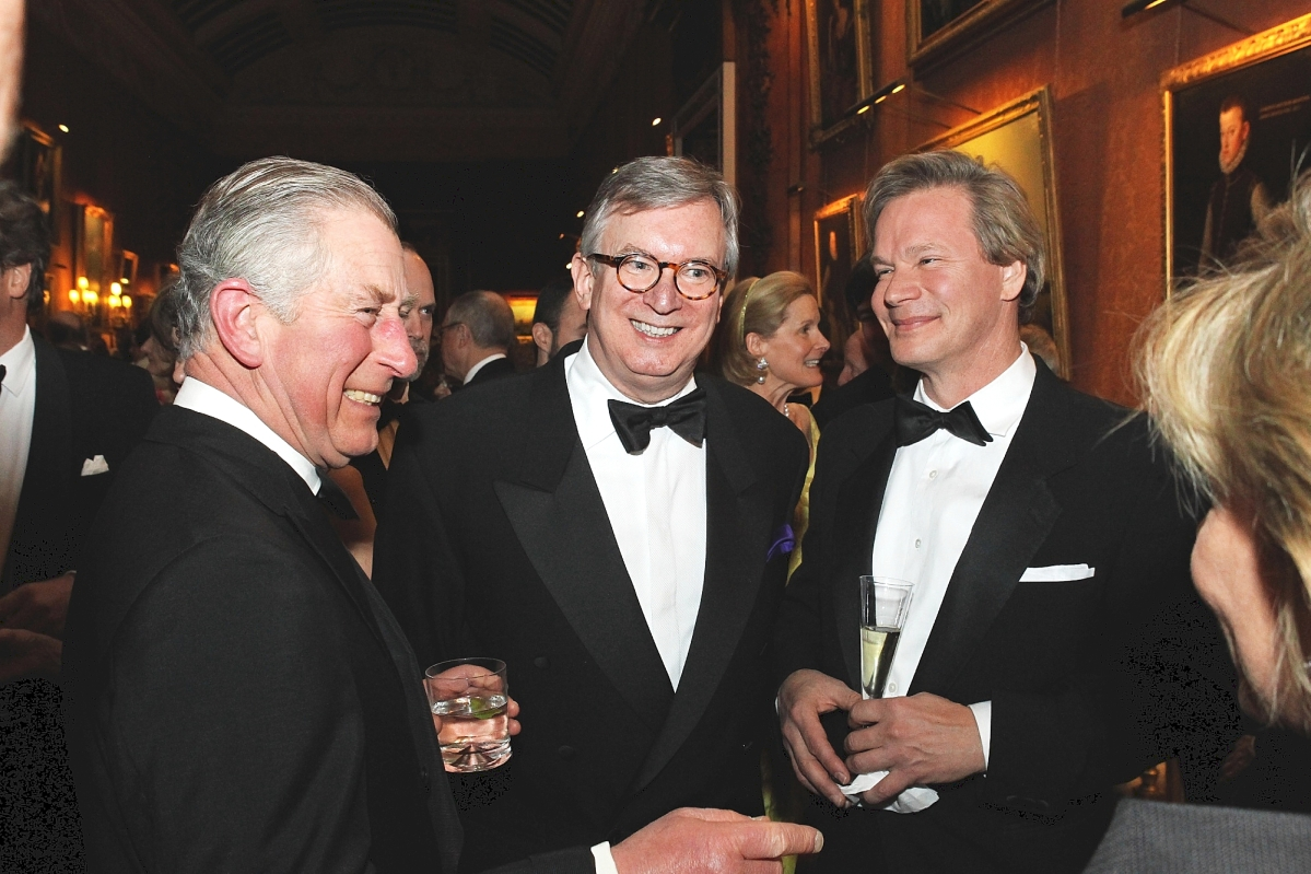 Savage, center, is flanked by HRH Prince Charles and gardens authority and television host P. Allen Smith at a dinner at Buckingham Palace. The event was in support of the Royal Oak Foundation's Campaign for Knole.