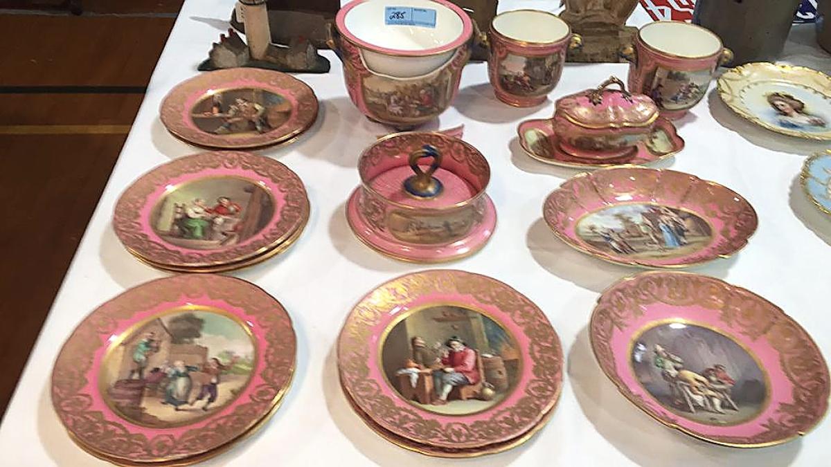 285 15 piece handptd porcelain set